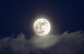 Полная луна влияет на сновидения