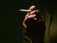 Заядлые курильщики наносят вред не только своим легким, но и мозгу