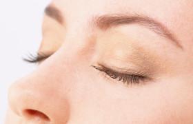С закрытыми глазами память человека улучшается
