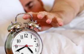 Недостаток сна грозит инсультом и лишними килограммами