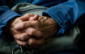 У больных пожилого возраста черепно-мозговые травмы являются независимым фактором риска развития болезни Паркинсона