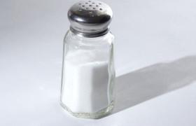 Сокращение соли в рационе уменьшает головные боли