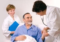 Зачем больным после ишемического инсульта принимать парацетамол и антибиотики