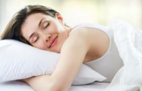 Ученые: сон на боку очищает мозг от токсинов