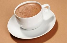 Пожилые люди могут улучшить память ежедневной чашкой какао