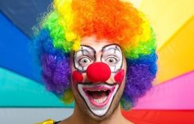 Изменение чувства юмора может быть симптомом деменции