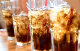 Регулярное употребление сладкой газировки приводит к инсульту
