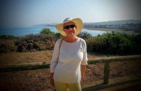 Из-за болезни Альцгеймера пожилая британка всегда счастлива