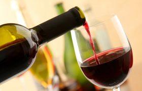 Красное вино защищает клетки мозга