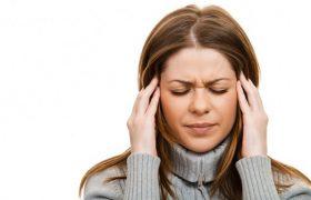 Медики объяснили причину появления головной боли по утрам