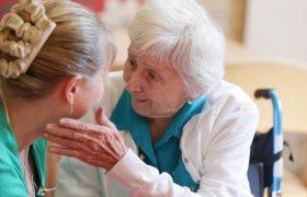 Определен первый признак деменции