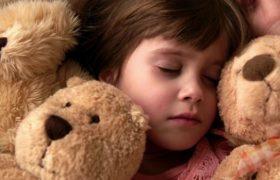 Сомнологи: причина плохого сна зимой — отсутствие активности