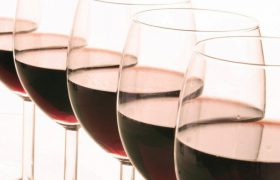 Алкоголь назван одной из главных причин старческого слабоумия