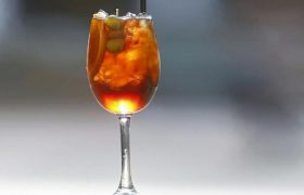 Чай и вино содержат «лекарство» от болезней мозга