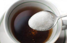 Добавление сахара в чай повышает риск развития болезни Альцгеймера