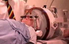 Болезнь Паркинсона могут начать лечить звуковыми волнами