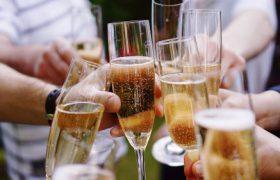 Употребление шампанского защищает от слабоумия