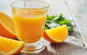 Врачи объяснили, почему желательно регулярно пить апельсиновый сок