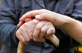 Слабость может довести до болезни Альцгеймера