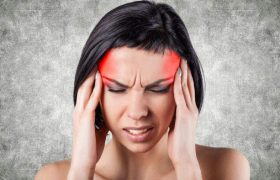 Медики назвали причины утренних мигреней