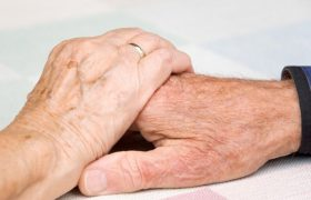Секс в пожилом возрасте защищает от деменции