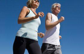 Здоровье мозга у пожилых людей с избыточным весом улучшает утренняя зарядка