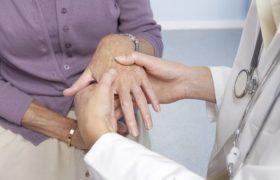 Женщины чаще страдают от болезни Паркинсона