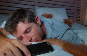 Низкое качество сна повышает риск развития болезни Альцгеймера