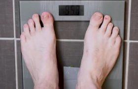 Резкие колебания веса у пожилых людей могут предвещать деменцию