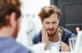 Больные зубы могут стать причиной мигрени и неправильной осанки