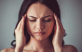 Мигрень, инфекция и еще 3 причины, почему может болеть голова