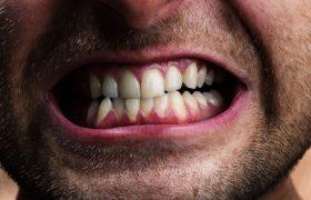 Чистка зубов защитит от болезни Альцгеймера