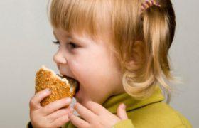 Нетипичное пищевое поведение может быть симптомом, указывающим на аутизм