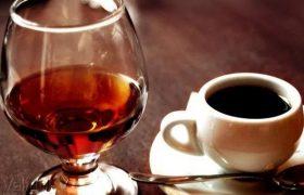Кофе и коньяк могут как лечить головную боль, так и вызывать ее