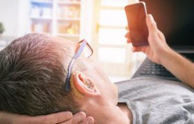 Для защиты от маразма нужен слуховой аппарат
