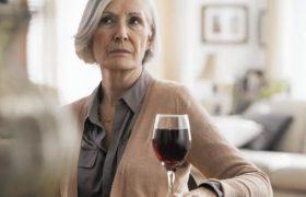 Даже ежедневная умеренная выпивка не повышает риска деменции – исследование