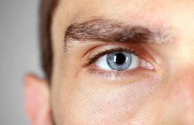 Невролог рассказал об опасности дергающегося глаза