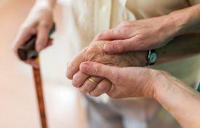 Жертвам деменции массаж полезней лекарств