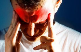 Названы четыре симптома, которые могут предвещать инсульт