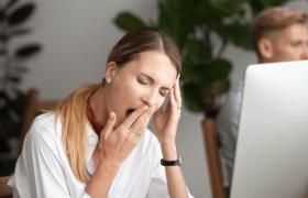 Зевайте на работе: это полезно для мозга и продуктивности