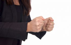 Можно ли восстановить артериальное давление собственными кулаками