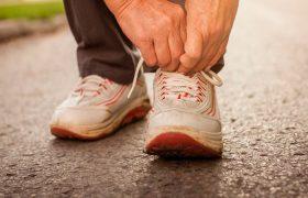 Привычка ходить пешком снижает давление при гипертонии