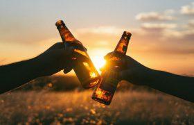 Генетическое исследование связывает высокое потребление алкоголя с повышенным риском инсульта