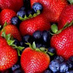 Названы продукты, которые помогают снизить риск развития деменции