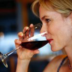 Бокал вина в день полезен для вашего мозга - исследование