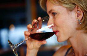 Бокал вина в день полезен для вашего мозга — исследование