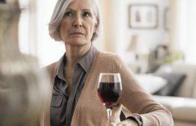 Названа полезная для борьбы с атеросклерозом доза алкоголя
