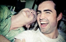 Смех омолаживает мозг