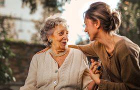 Первая помощь при инсульте: что делать, пока едет скорая?