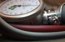 Шведский врач Матс Халльдин назвал нелекарственные способы снизить давление